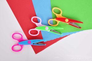 Sada 3 ks různých ozdobných dekorativních nůžek s kovovými čepelemi