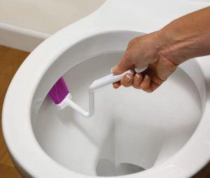 Kartáček na čištění hran WC